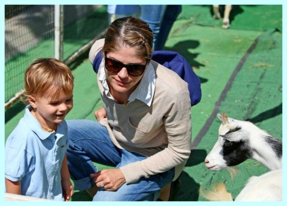 Selma Blair & Arthur Saint Having Fun At The Farmers Market 16