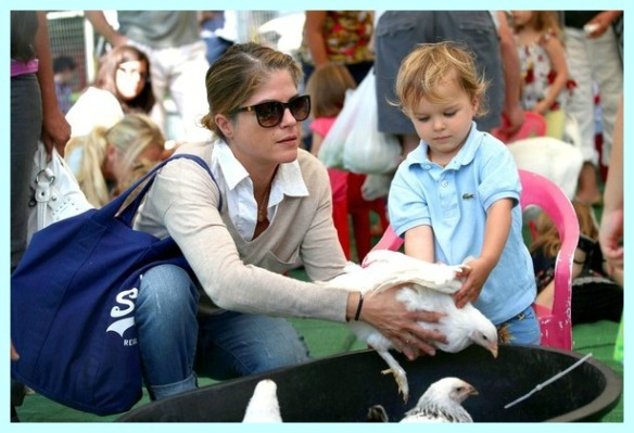 Selma Blair & Arthur Saint Having Fun At The Farmers Market 6