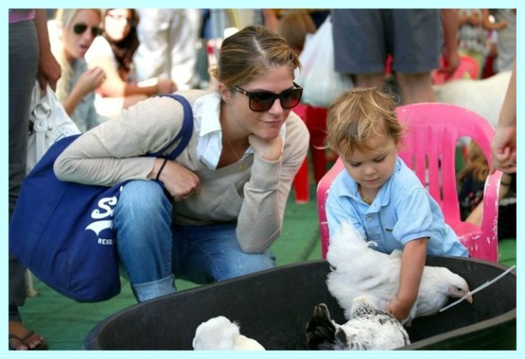Selma Blair & Arthur Saint Having Fun At The Farmers Market 8