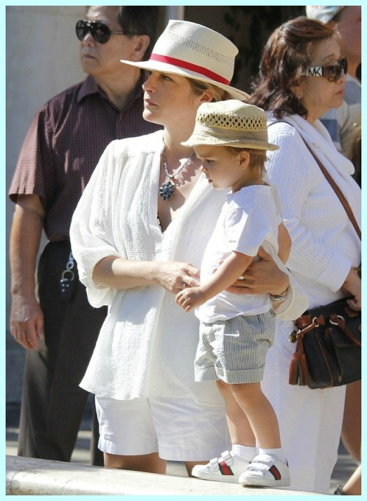 Selma Blair & Arthur Saint RidingTrolley At The Grove 3