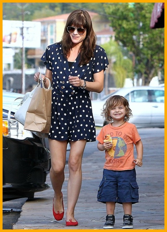 Selma Blair & Her Grinning Cutie Go Out For Lunch 1