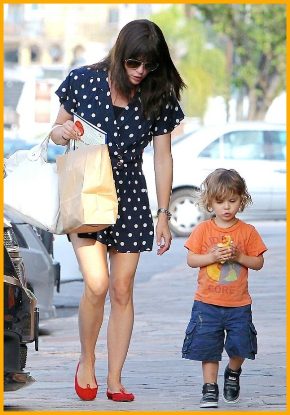 Selma Blair & Her Grinning Cutie Go Out For Lunch 4